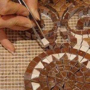 apprendre l'art des mosaïques florentines